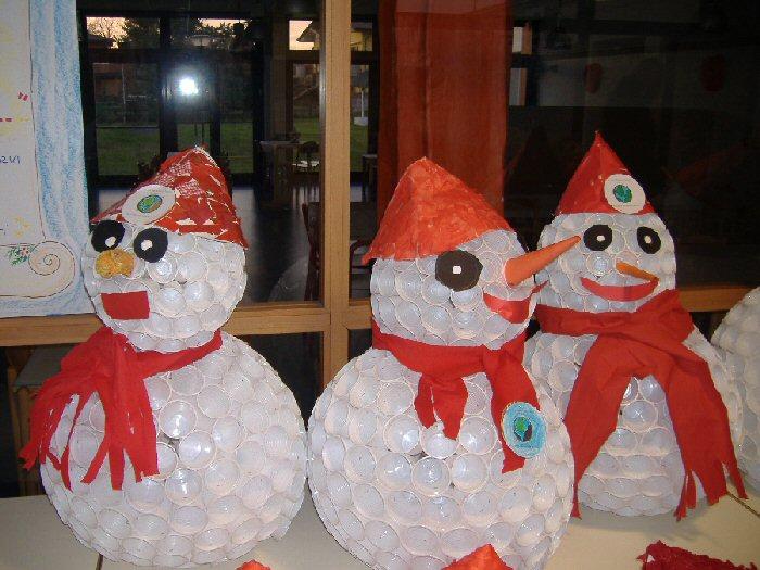Babbo Natale Fatto Con I Bicchieri Di Plastica.I Pupazzi Di Neve Dei Bambini Di Stezzano Realizzati Con
