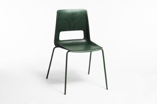 S la sedia realizzata con gli attrezzi da pesca u plasticalike